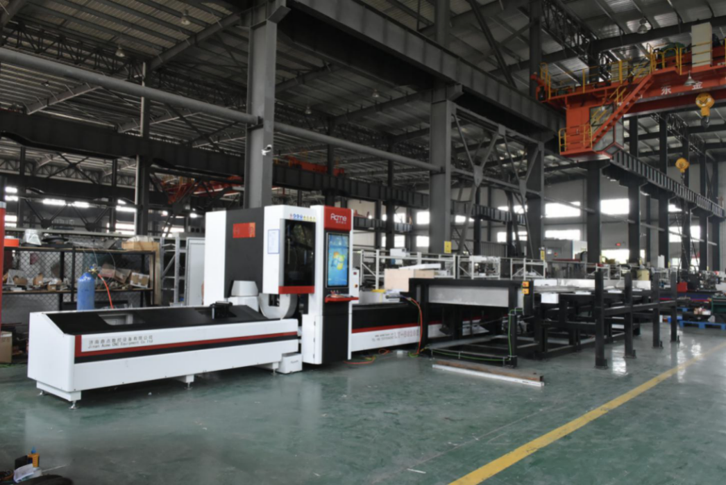 China Universal Square tube fiber laser cutting machine